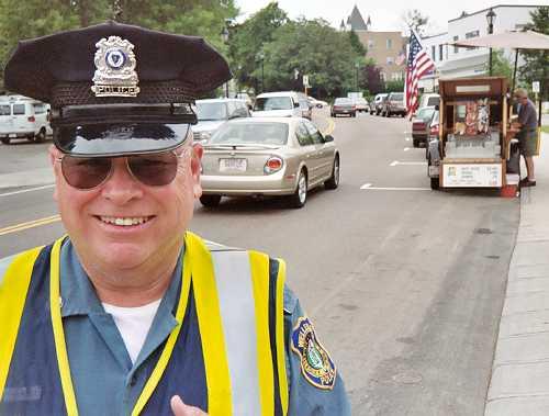 025_23-wellesley-police-officer